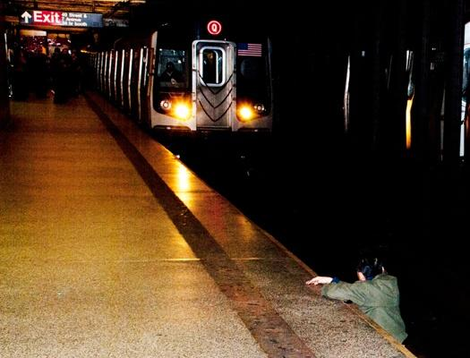 Clues that Abbasi lied about New York Post subway photo?