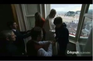 The pope, two children and two other adults are the only people visible near the window. There is no apparent group of children. (Credit Screen capture)