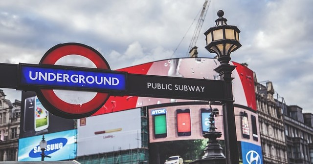 UK tube entrance. (Credit: AlexVan via Pixabay)